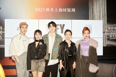 左起lyfy设计总监zac、主理人cynthia及艺人戴景耀、代露娃、戴燕妮