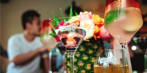 """2020年7月,上海,法国卡慕酒业集团于中国的子公司远流贸易(上海)有限公司(以下称""""卡慕远流"""")在上海举办迪可派和田园8号媒体沙龙。品鉴现场不但展示了迪可派de kuyper系列及其旗下的知名利口酒桃趣、荔贵妃、樱桃荷润,还有来自墨西哥的田园8号tequila ocho。"""