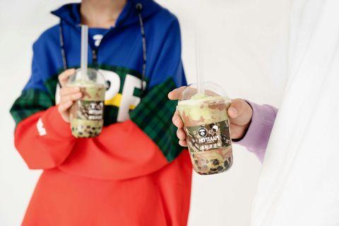 Sleeve, Drinkware, Hoodie, Hood, Beer glass, Serveware, Sweatshirt, Beer, Ice beer, Cup,