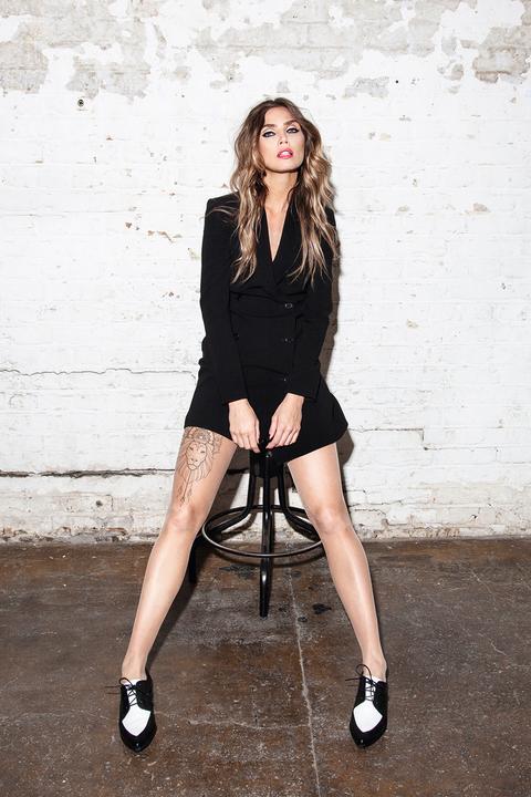 Black, Clothing, Leg, Fashion, Beauty, Little black dress, Lip, Fashion model, Photo shoot, Sitting,