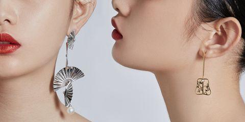 Ear, Earrings, Neck, Jewellery, Fashion accessory, Chin, Shoulder, Nose, Organ, Arm,
