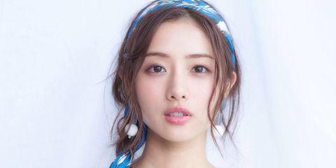 Hair, Face, Blue, Clothing, Eyebrow, Hairstyle, Hair accessory, Head, Lip, Forehead,
