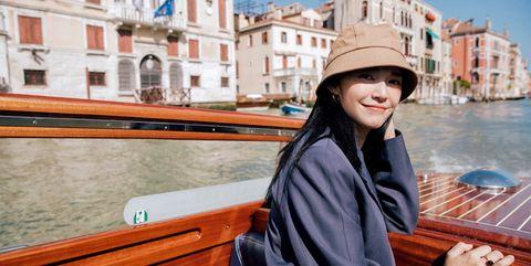 Boat, Gondola, Water transportation, Travel, Waterway, Vehicle, Tourism, Vacation, Watercraft, Watercraft rowing,