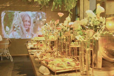 Centrepiece, Floral design, Flower Arranging, Function hall, Floristry, Table, Room, Interior design, Flower, Furniture,