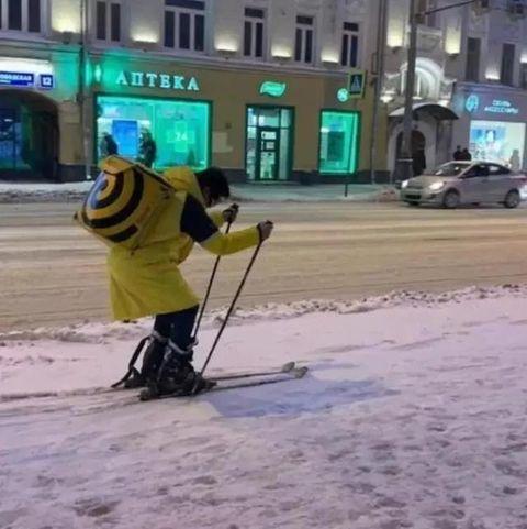 Snow, Street sweeper, Sidewalk, Asphalt, Ice, Street, Vehicle, Road surface, Road, Winter,