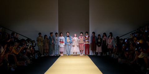 Fashion, Yellow, Event, Fashion show, Runway, Dress, Ceremony, Crowd, Fashion design, Performance,