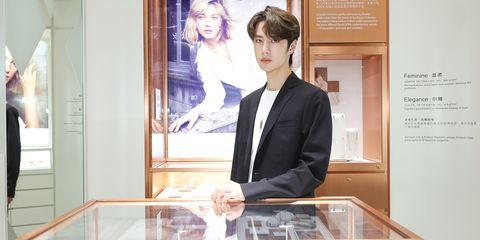 珠宝品牌EMPHASIS艾斐诗在上海地区的首家精品店于港汇恒隆广场璀璨揭幕,品牌M 「冠」系列代言人王一博出席开幕仪式。
