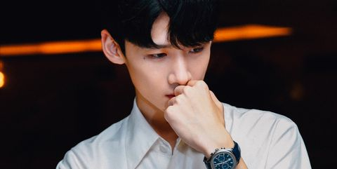 Forehead, Chin, Dress shirt, Cool, Photography, Black hair, Singer, Formal wear, Performance, White-collar worker,