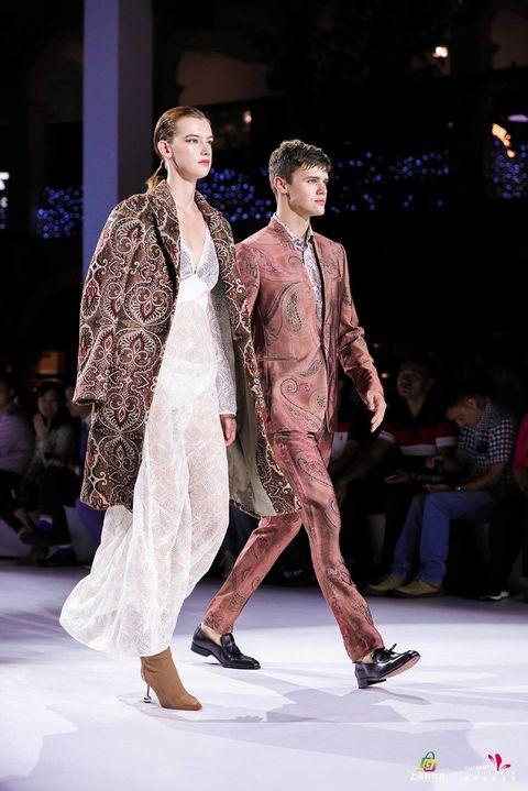 Fashion model, Fashion, Fashion show, Runway, Fashion design, Event, Public event, Haute couture, Dress, Model,