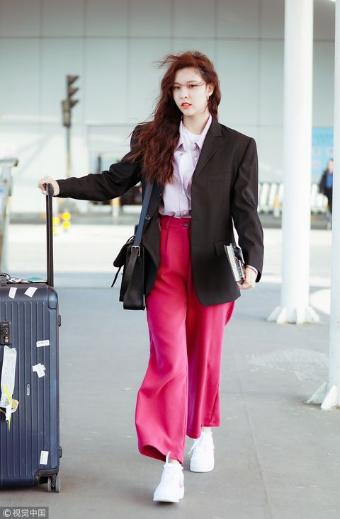 Clothing, Street fashion, Pink, Suit, Blazer, Pantsuit, Formal wear, Fashion, Snapshot, Outerwear,