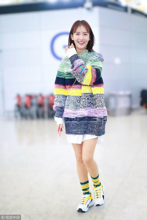 Fashion, Fashion model, Clothing, Street fashion, Fashion show, Beauty, Skin, Footwear, Snapshot, Fashion design,