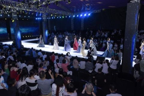 Crowd, Event, Stage, Audience, Performance, Convention, Night, Music venue, Auditorium, Party,