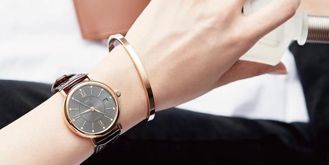 Wrist, Finger, Bangle, Hand, Arm, Fashion accessory, Watch, Jewellery, Wristband, Metal,