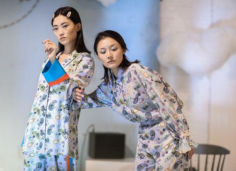Clothing, Kimono, Fashion, Yellow, Costume, Fashion design, Textile, Performance, Event, Pajamas,