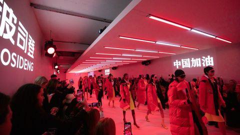Red, Fashion, Crowd, Event, Runway, Performance, Red carpet, Fashion show, Flooring, Night,