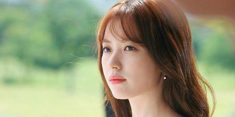 Hair, Face, Hairstyle, Beauty, Skin, Lip, Chin, Brown hair, Shoulder, Bangs,