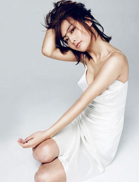 White, Skin, Beauty, Leg, Arm, Shoulder, Model, Joint, Photo shoot, Fashion model,