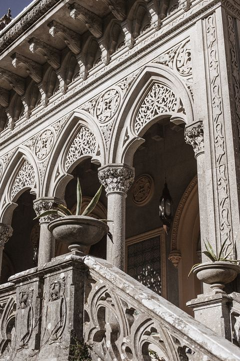 Arch, Architecture, Holy places, Classical architecture, Stone carving, Landmark, Carving, Building, Column, Facade,
