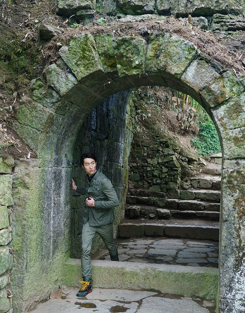 Arch, Green, Architecture, Wall, Stone wall, Tree, Tunnel, Rock, Formation, Plant,