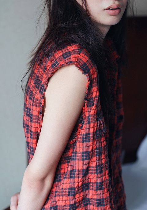 Plaid, Hair, Tartan, Pattern, Clothing, Red, Skin, Beauty, Lip, Shoulder,