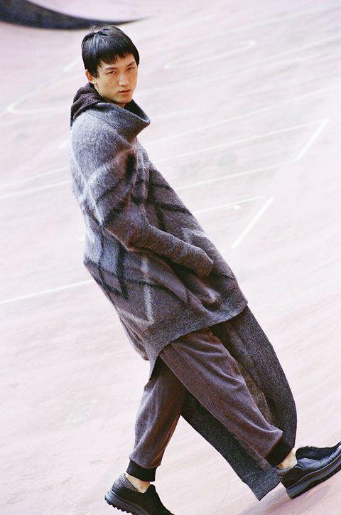 Fashion, Outerwear, Human, Footwear, Recreation, Ice skating, Trousers, Street fashion, Shoe,