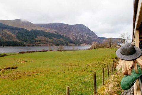 Highland, Natural landscape, Loch, Lake, Mountain, Rural area, Hill, Lake district, Grassland, Landscape,
