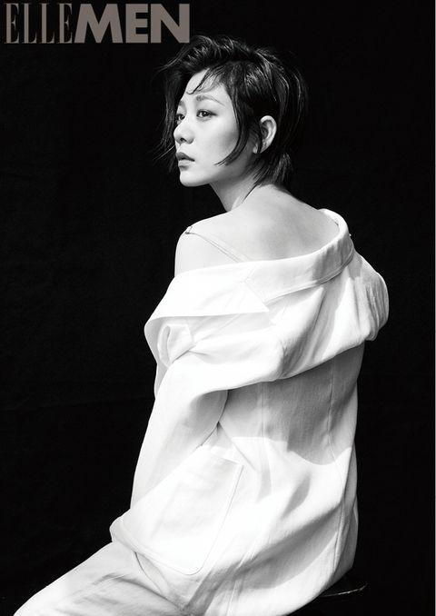 White, Beauty, Black-and-white, Hairstyle, Shoulder, Fashion, Photo shoot, Photography, Fashion model, Monochrome photography,