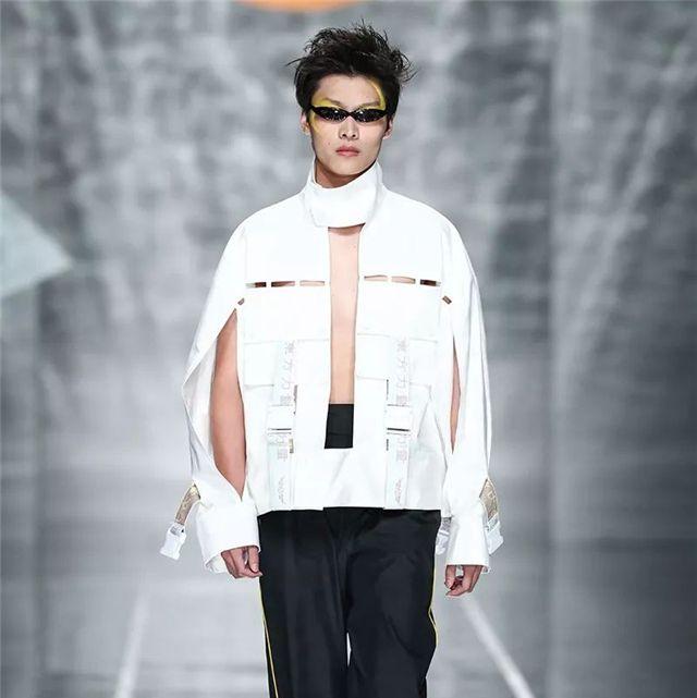 Fashion, Runway, Fashion model, Fashion show, Clothing, Human, Trousers, Outerwear, Winter, Fashion design,