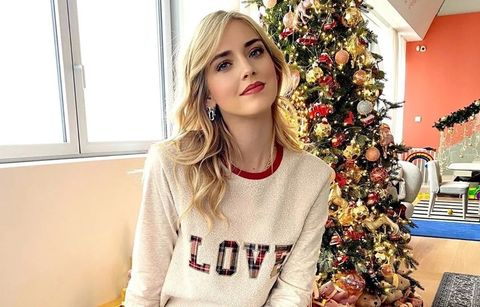 Hair, Clothing, Lip, Beauty, Hairstyle, Fashion, Blond, Outerwear, Shoulder, Sleeve,