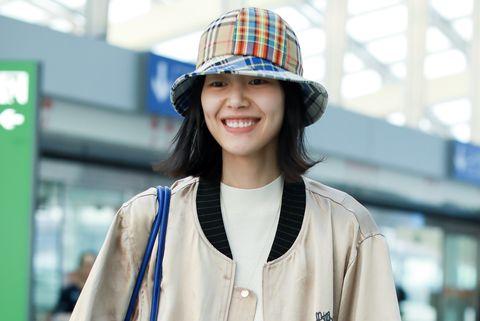 Clothing, Street fashion, Outerwear, Fashion, Hat, Snapshot, Headgear, Fedora, Jeans, Fashion accessory,