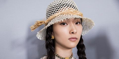Hair, Clothing, Hat, Beauty, Fashion accessory, Sun hat, Headgear, Photography, Headpiece, Beige,