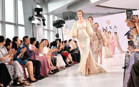 Fashion, Fashion model, Event, Dress, Fashion show, Fashion design, Haute couture, Beauty, Gown, Wedding dress,