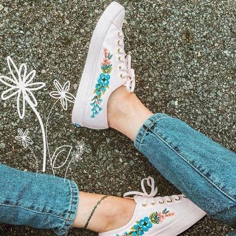 Footwear, White, Shoe, Ankle, Human leg, Leg, Turquoise, Pink, Plimsoll shoe, Joint,