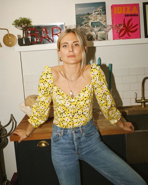 Clothing, Yellow, Jeans, Blouse, Textile, Top, Shoulder, Blond, Outerwear, Room,