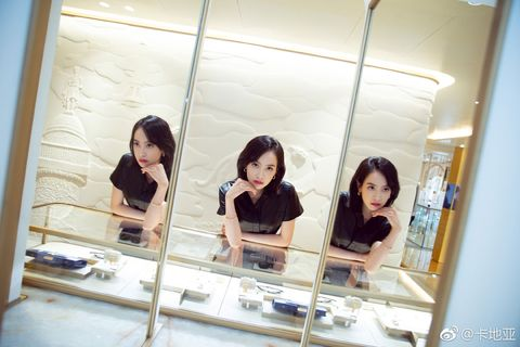 Mirror, Snapshot, Beauty, Reflection, Photography, Fun, Black hair, Room, Window, Smile,