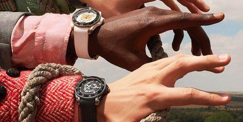 Hand, Finger, Wrist, Human, Nail, Thumb, Fashion accessory, Flesh,