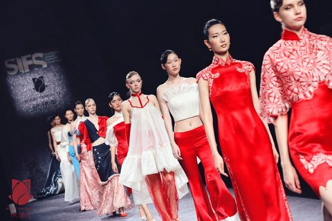 Fashion model, Fashion, Fashion design, Beauty, Event, Dress, Formal wear, Performance, Model, Haute couture,