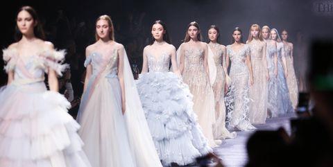 Fashion model, Dress, Fashion, Gown, Clothing, Wedding dress, Haute couture, Event, Bridal clothing, Fashion design,