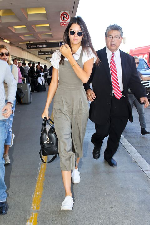 Fashion, Snapshot, Footwear, Suit, Dress, Leg, Event, Street fashion, Formal wear, Shoe,