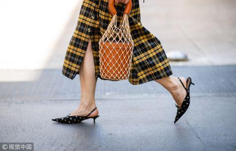 Plaid, Tartan, Pattern, Clothing, Yellow, Human leg, Fashion, Street fashion, Footwear, Design,